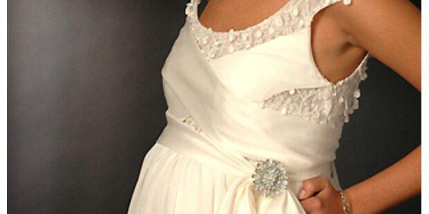 Schwangere Bräute heiraten ganz in Weiß
