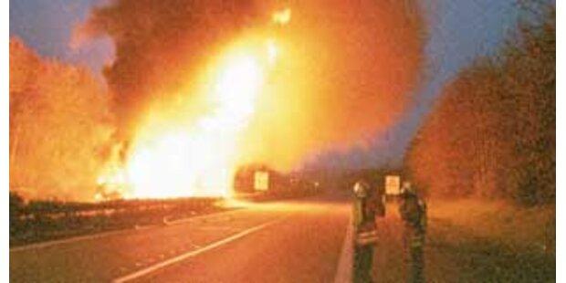 Sattelschlepper fing auf Tauernautobahn Feuer
