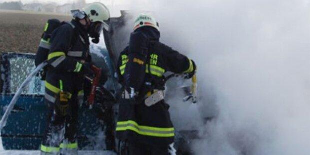 Schlafender aus brennendem Auto gerettet