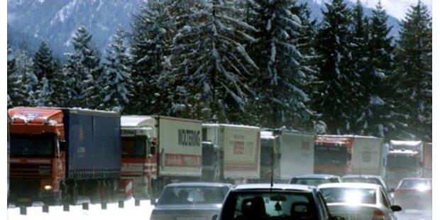Brennerautobahn nach Lkw-Brand gesperrt