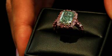 Pensionistin vergaß 50.000-Euro-Ring am Klo