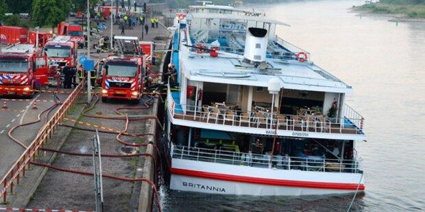 Schiff schlägt Leck: Österreicher evakuiert