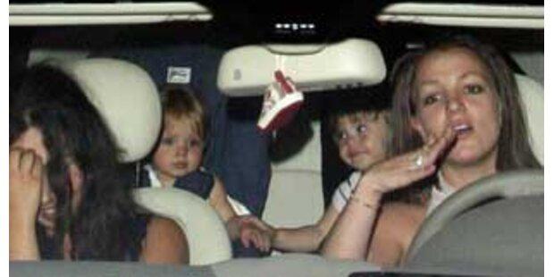Britney fährt Auto - Söhne verängstigt am Rücksitz
