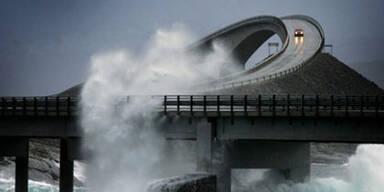 Diese Brücke schützt vor Sturmwellen