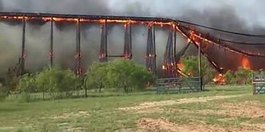 Wie Dominosteine: Brücke stürzt ein
