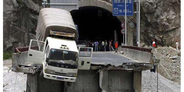 Erdrutsch riss Brücke in China weg