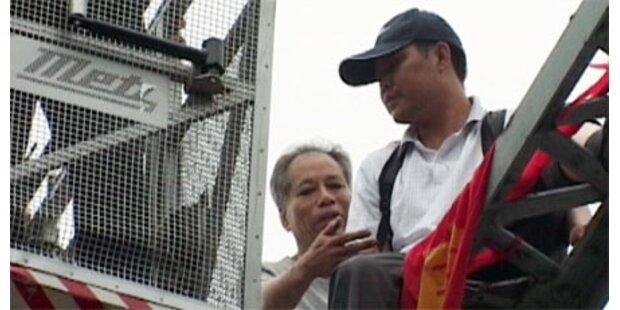 Passant half Chinesen bei Suizid-Versuch