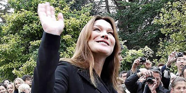 Schwangere Bruni bummelte durch Paris