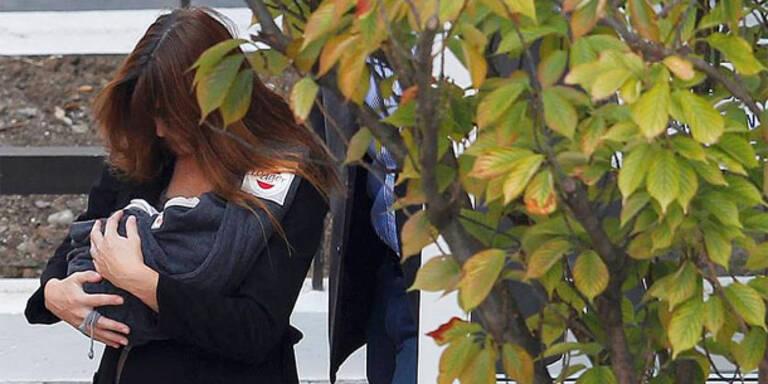 Carla Bruni und Tochter verließen Klinik