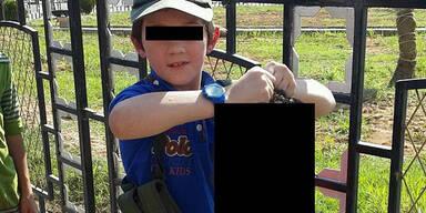 Terroristen-Sohn zeigt abgetrennten Kopf