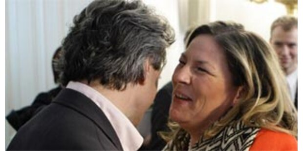 Küsschen für Kdolsky nach Pflege-Einigung