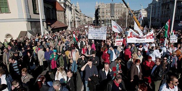Ungarn: Riesen-Demos für und gegen Orban
