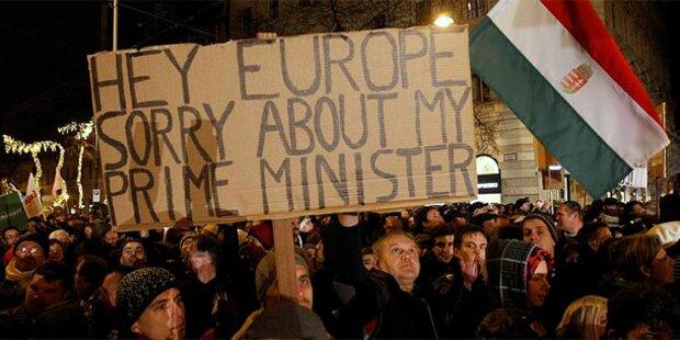 Ungarn: 100.000 gegen Orbans Verfassung
