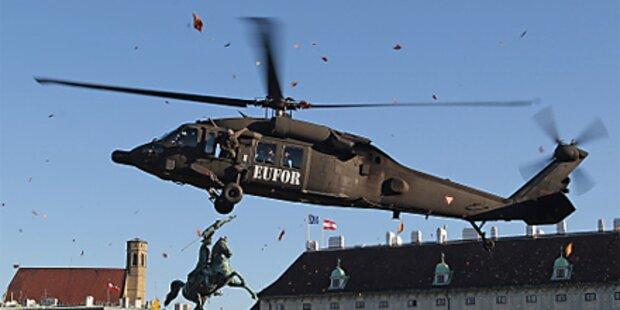 Helikopter landen am Wiener Heldenplatz