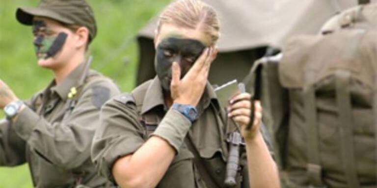 Schweiz diskutiert über Wehrpflicht für Frauen