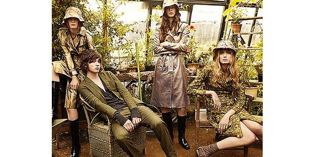 Lily Donaldson im Glashaus für Burberry