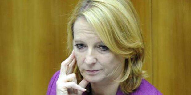 Ministerin Bures attackiert nun Pröll