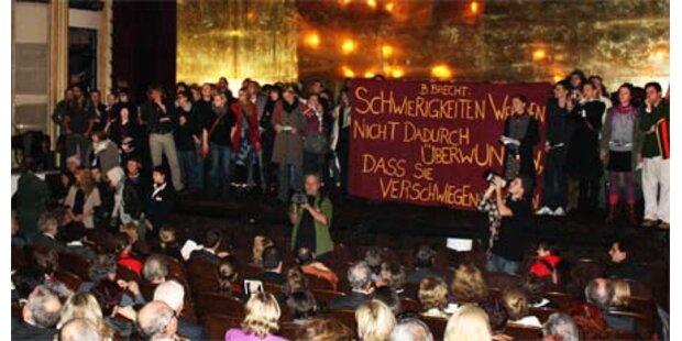 Studenten stürmen Burgtheater