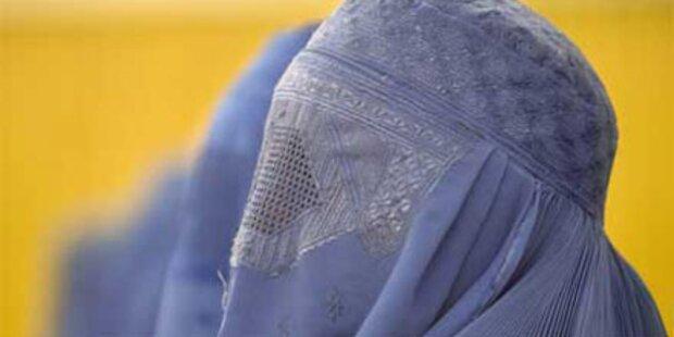 Räuber in Burka überfiel Geldboten