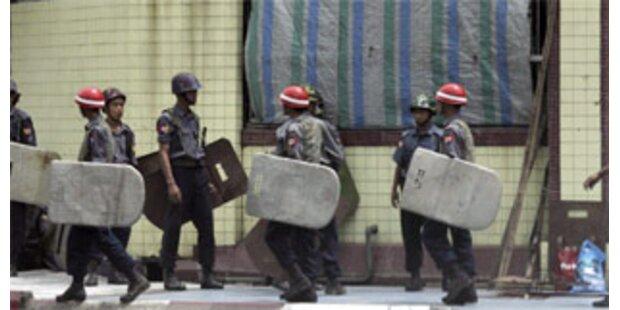 Burmesische Militärjunta setzt Massenfestnahmen fort