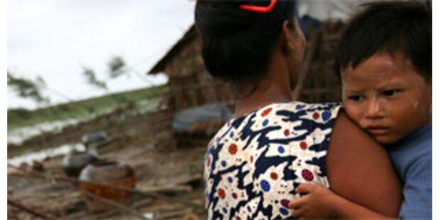 Militärjunta schickt Taifun-Opfer nach Hause