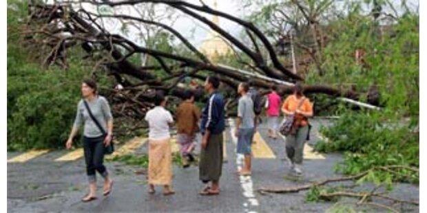 Burma lässt nach Zyklon Helfer nicht ins Land