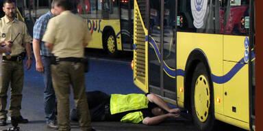 Einjährige von Bus überrollt – tot