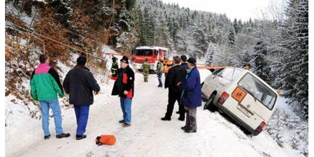 Passanten retteten Schulbus vor Absturz
