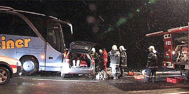 Zwei Verletzte bei Verkehrsunfall mit Bus