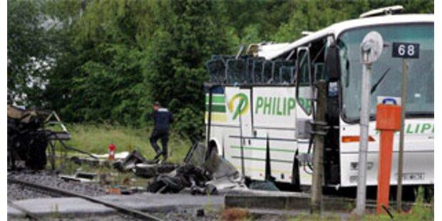 Fahrer nach Busunglück in Frankreich verhaftet