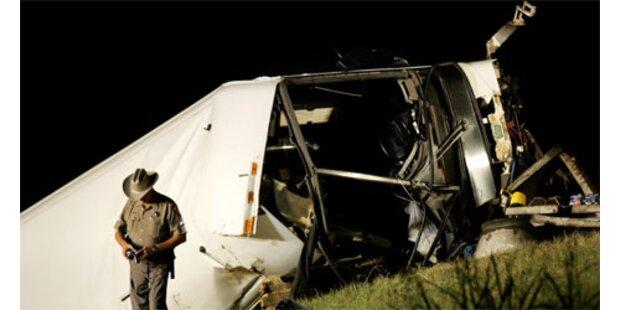Zwölf Tote bei Busunfall in Texas