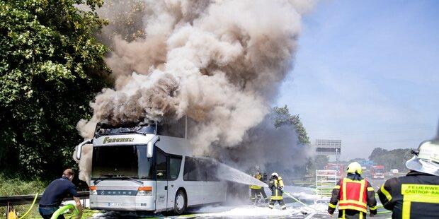 Bus mit 65 Schülern ging in Flammen auf
