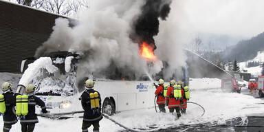 Bus ging in Flammen auf