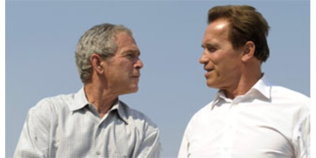 Bush besucht Flammeninferno in Kalifornien