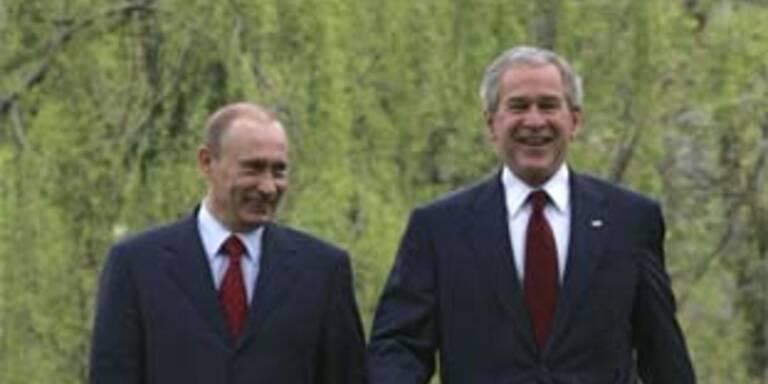 Mit der Umsätzung ihrer Pläne klappt's nicht so recht: Bush und Putin