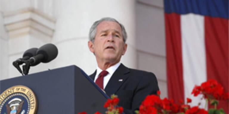 Bush ehrt gefallene GIs als Helden