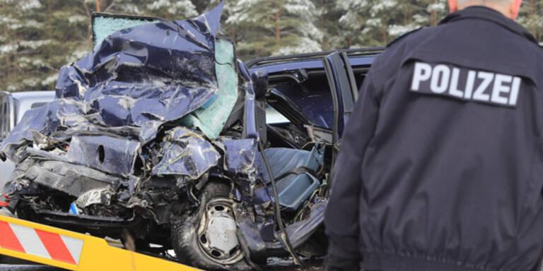 2 Tote bei Schulbus-Unfall in Deutschland