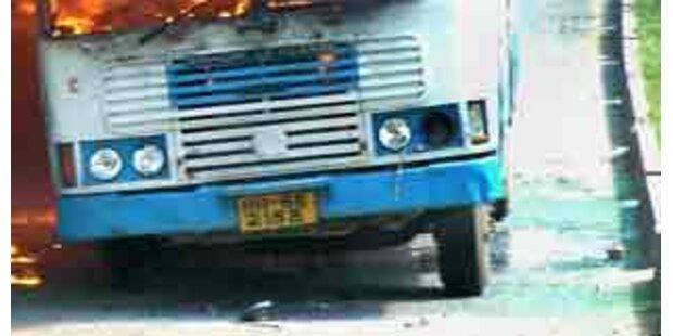 Bei Bus-Unfall in Indien sterben 85 Menschen