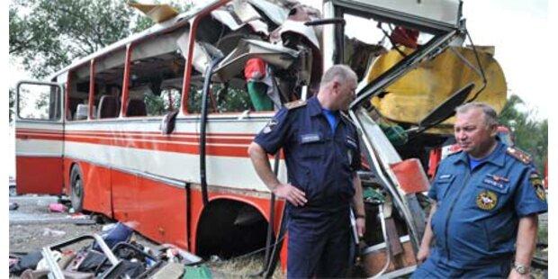 Busunglück in Russland - 25 Tote