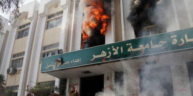 Mursi-Anhänger legen Feuer in Uni von Kairo