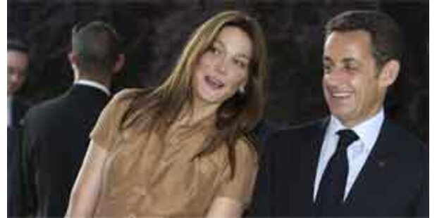 Sarkozy pfeift seine Carla zurück