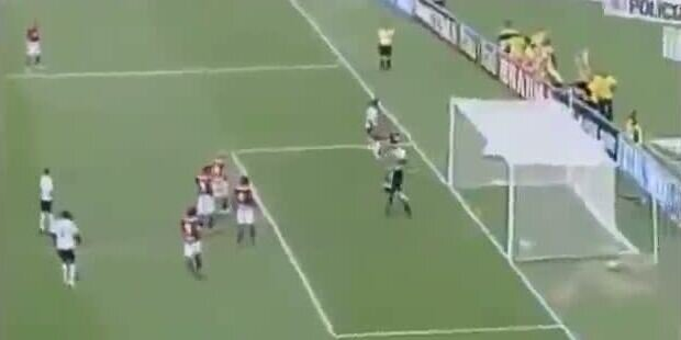 Roberto Carlos verwandelt Corner direkt