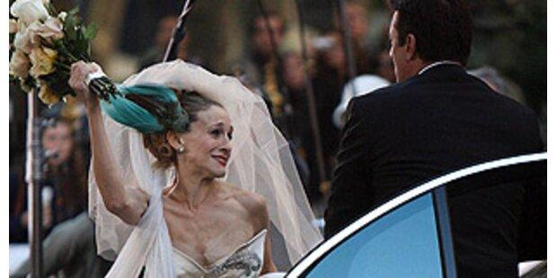 Carrie prügelt Mr. Big mit Brautstrauß