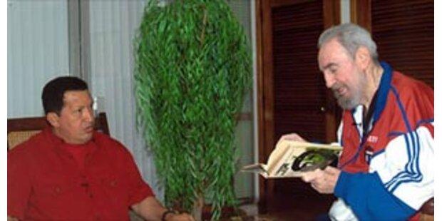 Castro scherzt live mit Chavez