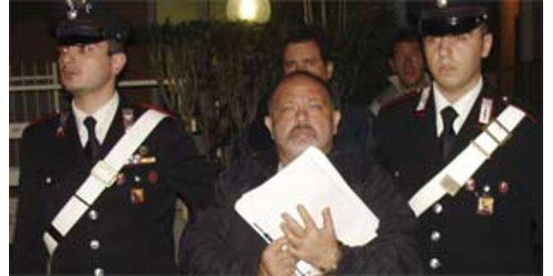Pate festgenommen, während er Mafia-Film ansah