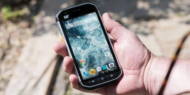 """Hofer bringt """"unzerstörbares"""" Smartphone"""