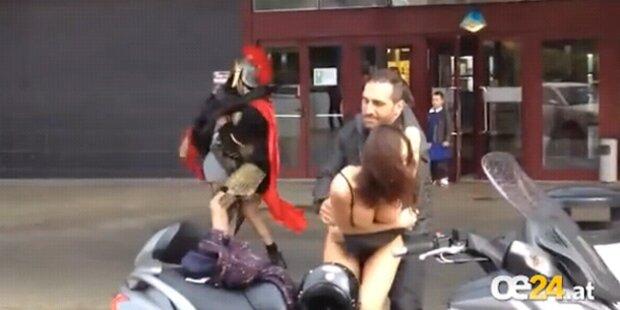 VIDEO: Frau steht nach Streit halbnackt da