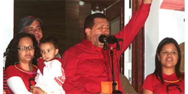 Chavez gewinnt Referendum und kandidiert wieder