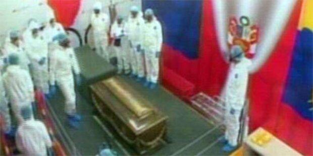 Chavez zeigt Skelett von Bolivar