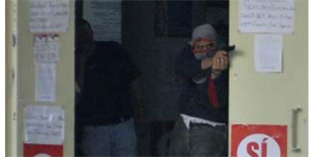 Maskierte schießen auf Anti-Chavez-Demo